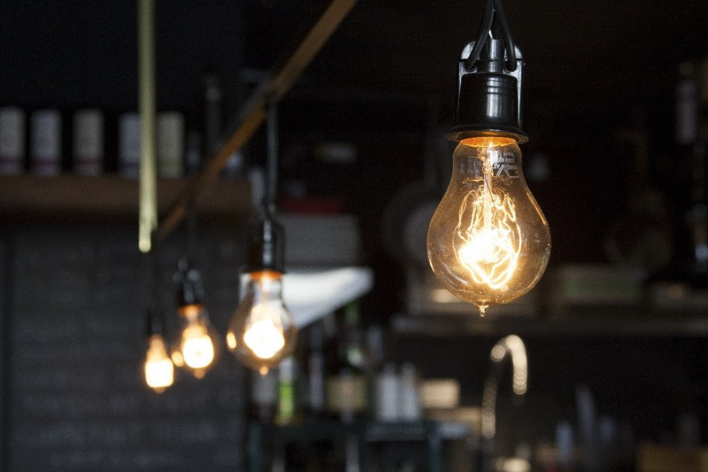 Las bombillas de bajo consumo son una alternativa más rentable a las bombillas incandescentes.