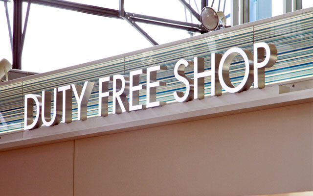las tiendas duty free de los aeropuertos.