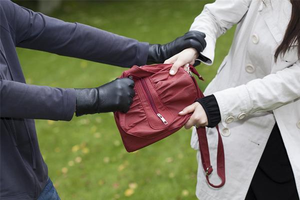 Como te protege tu seguro ante los robos fuera de casa