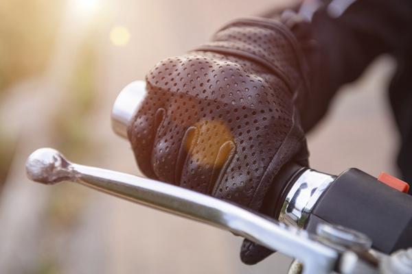 Los ejercicios para evitar lesiones montando en moto