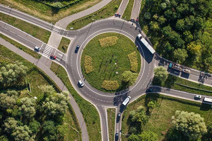 Seguridad vial para circular en las rotondas