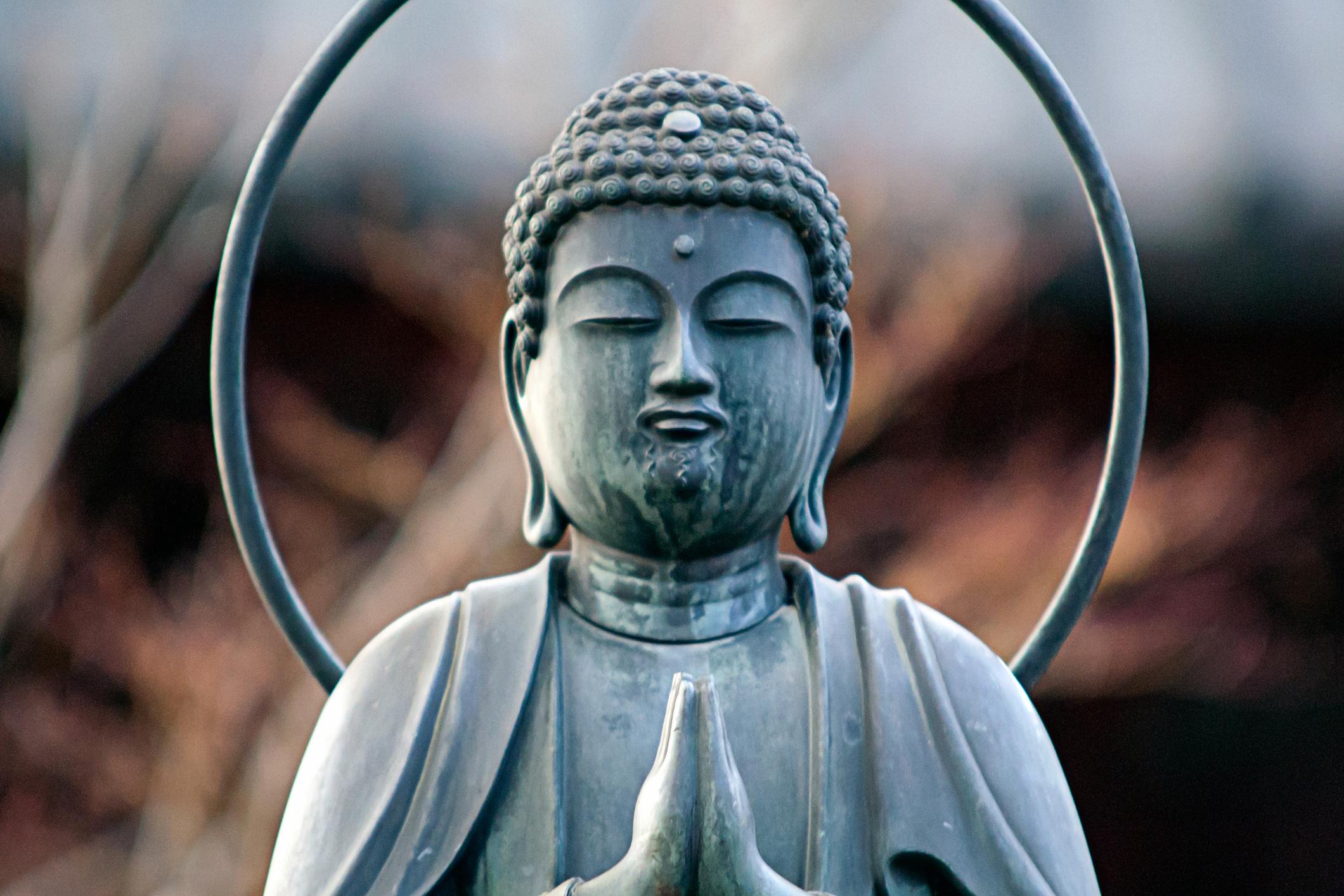 Ahorra con la economía budista