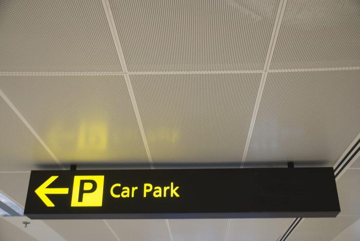¿Cómo aparcar en el aeropuerto?
