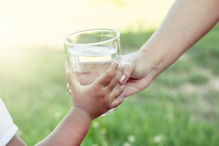 Prevenir los golpes de calor en los niños