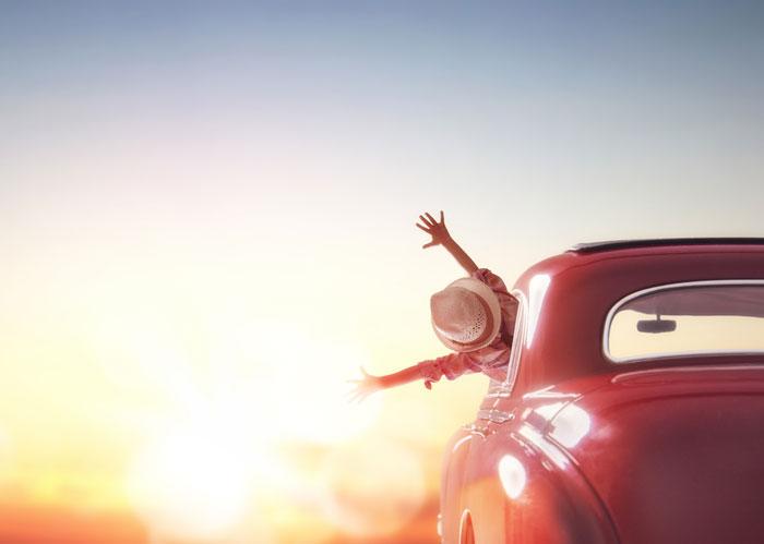 viajar en coche con niños, cómo viajar en coche con bebés, consejos para viajar en auto con niños