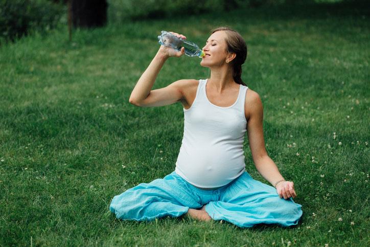 embarazo verano calor, embarazo verano consejos, embarazo y calor verano