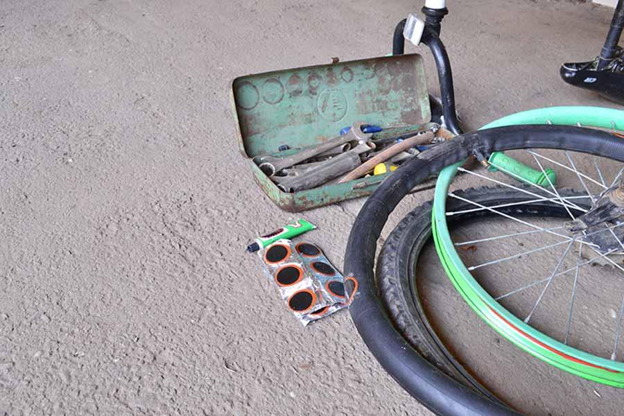 arreglar pinchazo de bici